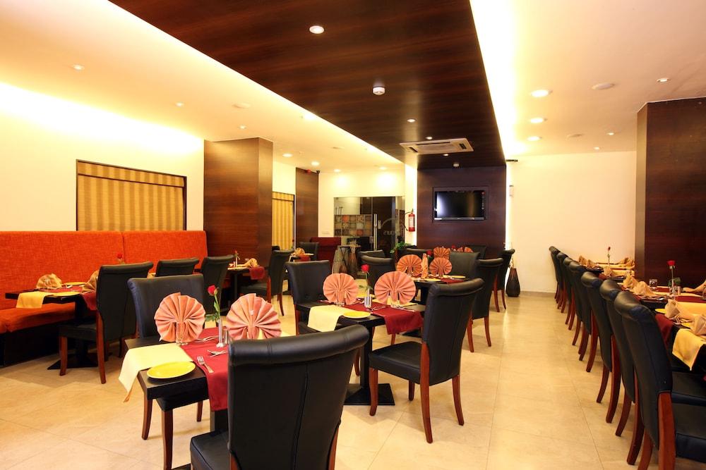 옥타브 호텔 & 스파 사르자푸르 로드(Octave Hotel & Spa Sarjapur Rd) Hotel Image 18 - Restaurant