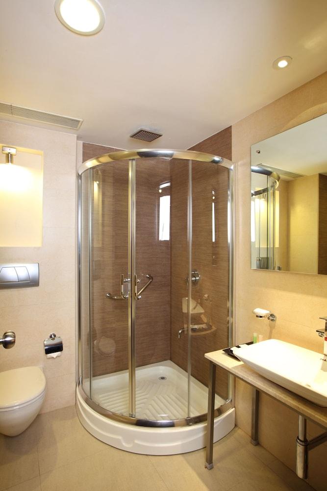 옥타브 호텔 & 스파 사르자푸르 로드(Octave Hotel & Spa Sarjapur Rd) Hotel Image 12 - Bathroom
