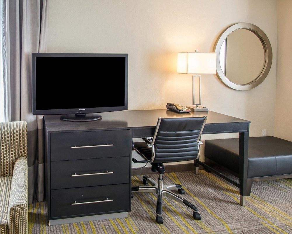 컴포트 스위트 마이애미 에어포트 노스(Comfort Suites Miami Airport North) Hotel Image 8 - Guestroom