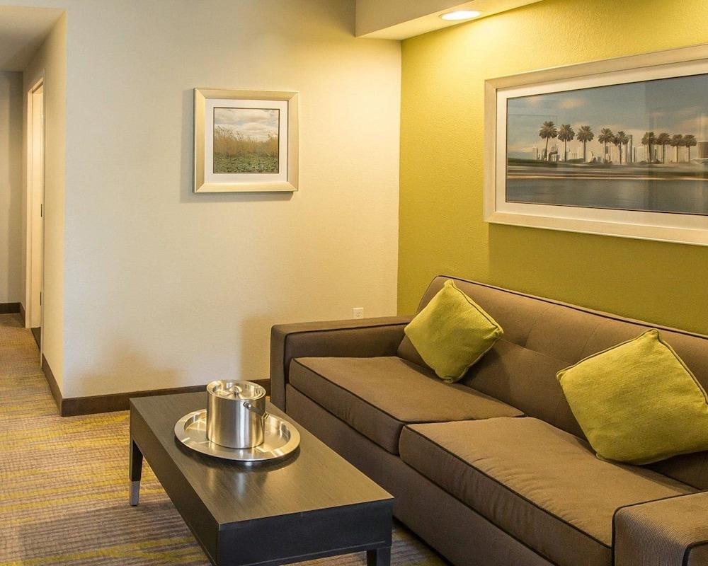 컴포트 스위트 마이애미 에어포트 노스(Comfort Suites Miami Airport North) Hotel Image 11 - Guestroom