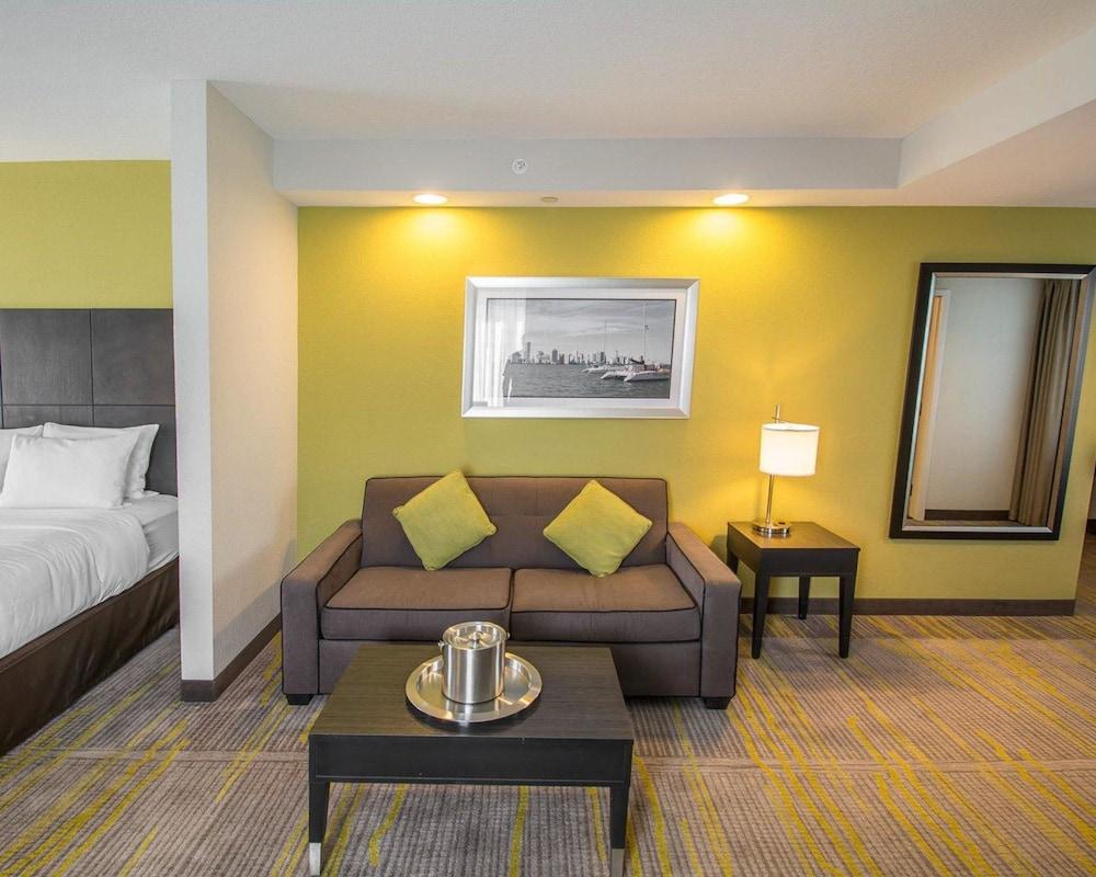 컴포트 스위트 마이애미 에어포트 노스(Comfort Suites Miami Airport North) Hotel Image 12 - Guestroom