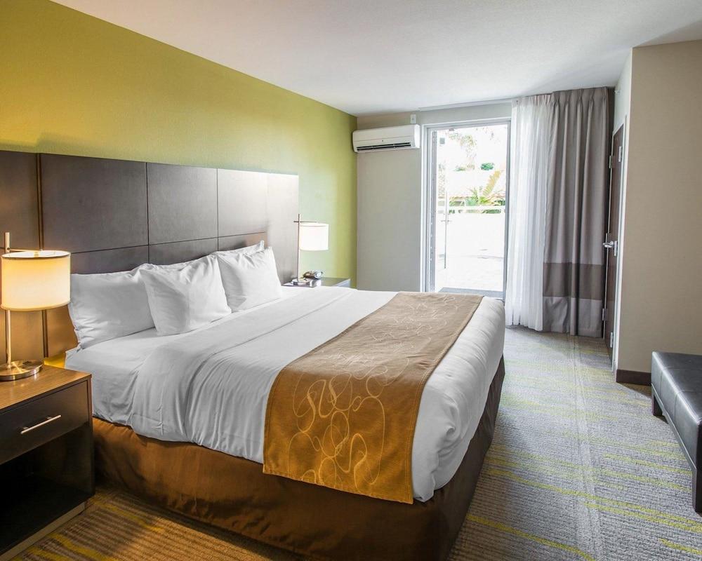 컴포트 스위트 마이애미 에어포트 노스(Comfort Suites Miami Airport North) Hotel Image 20 - Guestroom