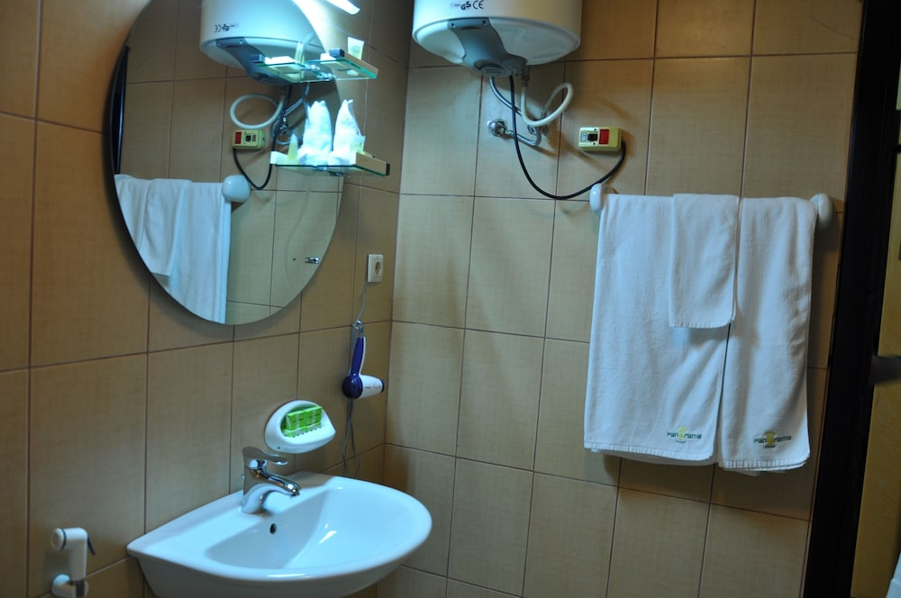 파노라마 호텔(Panorama Hotel) Hotel Image 10 - Bathroom Sink