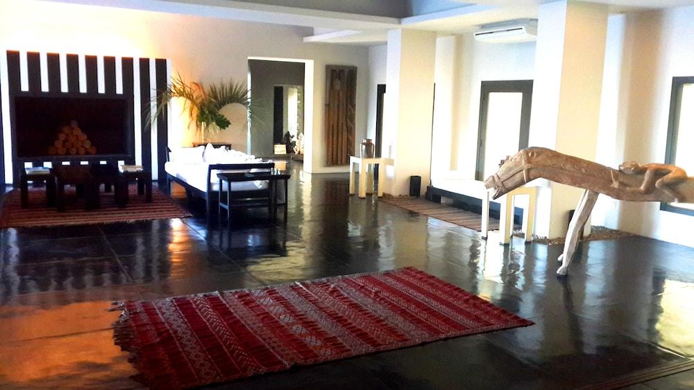 세레나 호텔(Serena Hotel) Hotel Image 2 - Lobby Sitting Area
