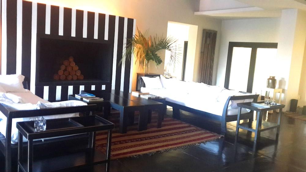 세레나 호텔(Serena Hotel) Hotel Image 4 - Lobby Lounge