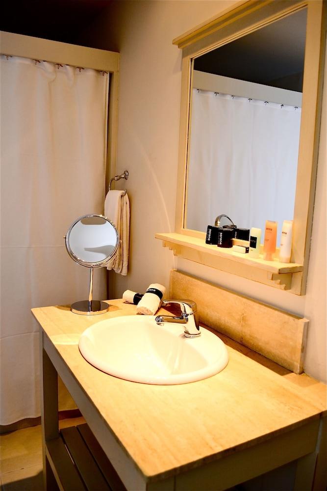 세레나 호텔(Serena Hotel) Hotel Image 35 - Bathroom Sink