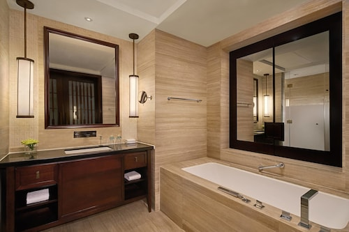 Sheraton Shenzhou Peninsula Resort, Hainan