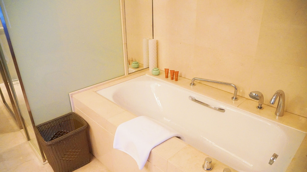 크라운 플라자 난창 리버사이드(Crowne Plaza Nanchang Riverside) Hotel Image 40 - Bathroom