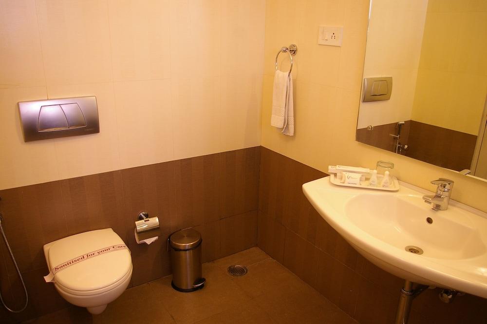 더 쿠르존 코트(The Curzon Court) Hotel Image 17 - Bathroom