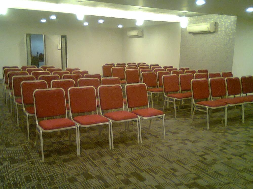 더 쿠르존 코트(The Curzon Court) Hotel Image 15 - Meeting Facility