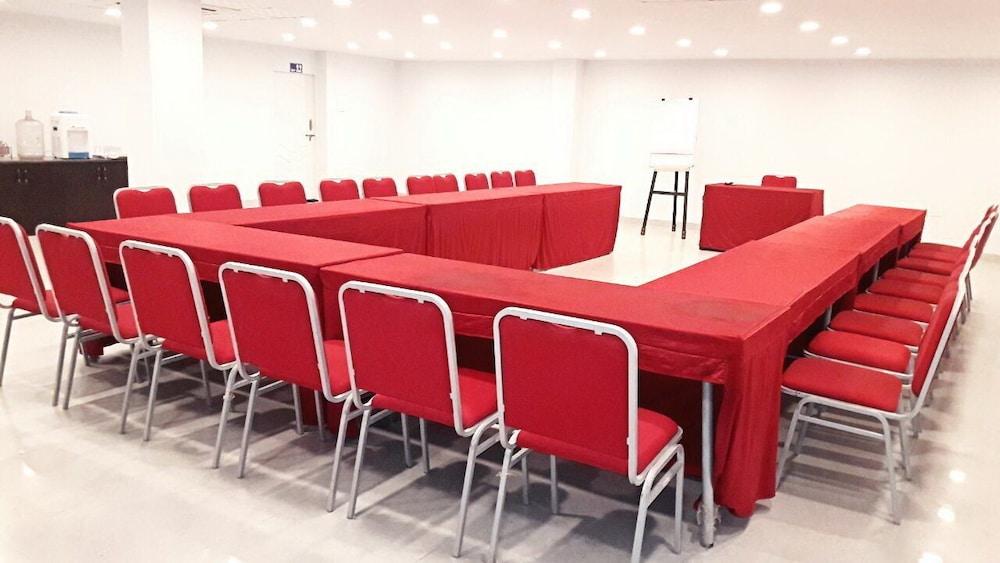 더 쿠르존 코트(The Curzon Court) Hotel Image 16 - Meeting Facility