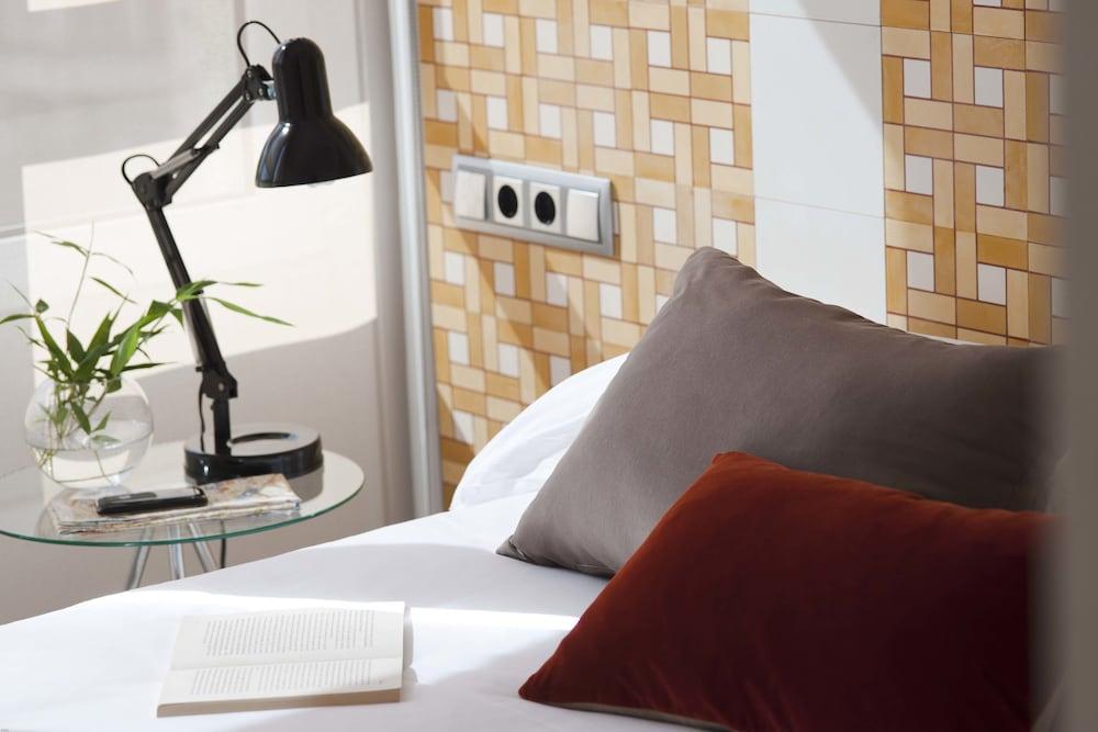 에릭 뵈켈 부티크 아파트먼트 그랑 비아 스위트(Eric Vökel Boutique Apartments Gran Vía Suites) Hotel Image 4 - Guestroom