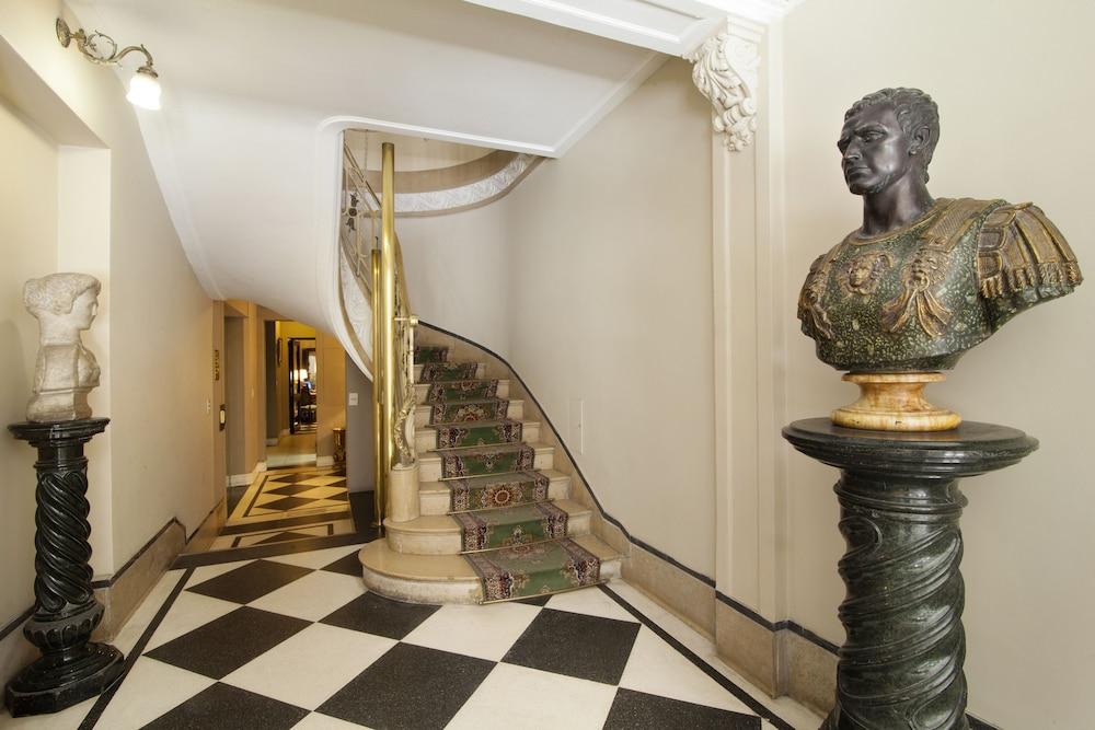 레오나르도 다 빈치 레지던스(Leonardo Da Vinci Residence) Hotel Image 93 - Interior Entrance