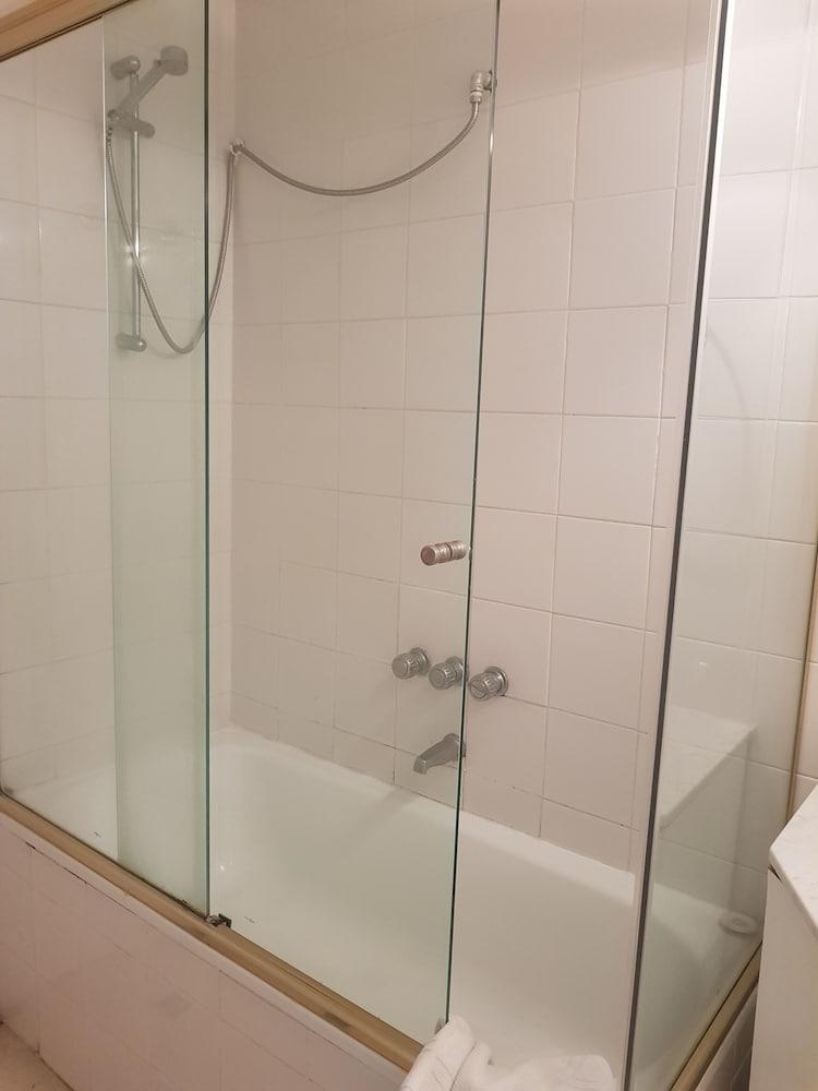 레오나르도 다 빈치 레지던스(Leonardo Da Vinci Residence) Hotel Image 160 - Bathroom