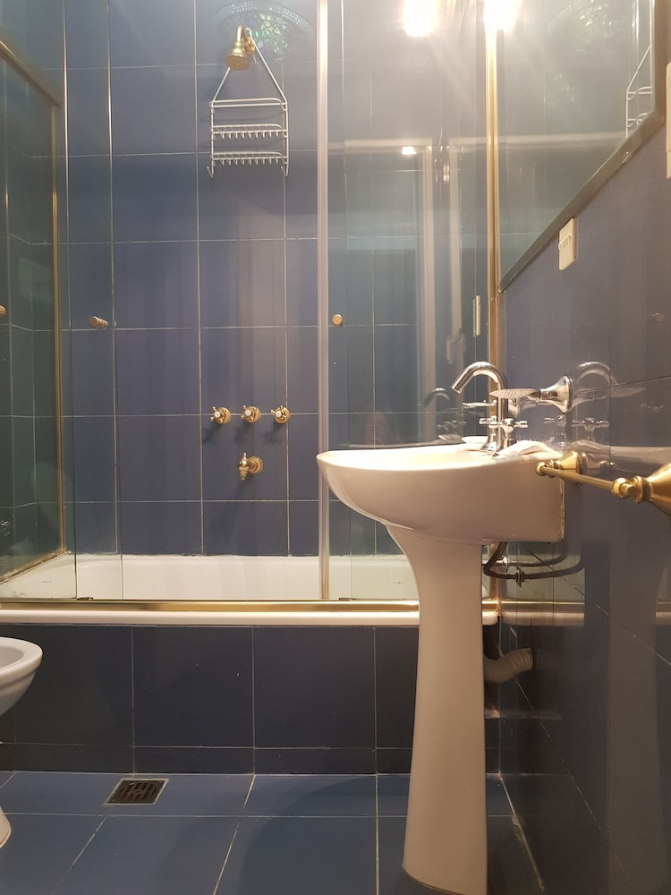 레오나르도 다 빈치 레지던스(Leonardo Da Vinci Residence) Hotel Image 165 - Bathroom
