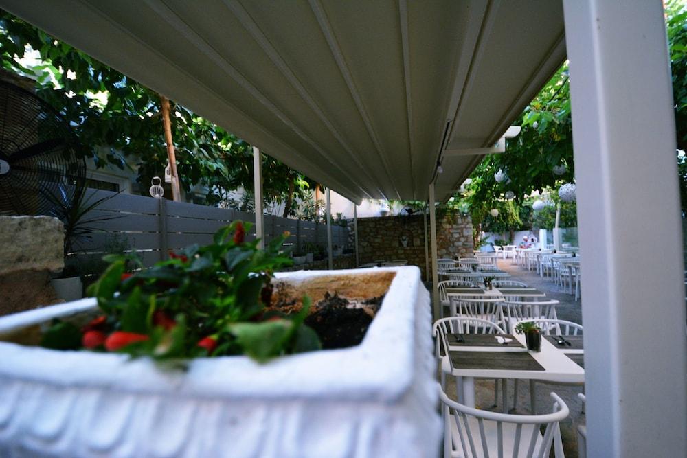 디미트리오스 비치(Dimitrios Beach) Hotel Image 41 - Outdoor Dining