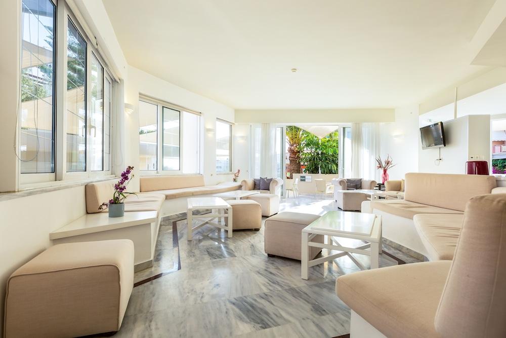 디미트리오스 비치(Dimitrios Beach) Hotel Image 2 - Lobby Sitting Area