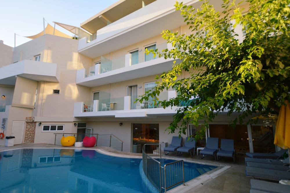 디미트리오스 비치(Dimitrios Beach) Hotel Image 0 - Featured Image