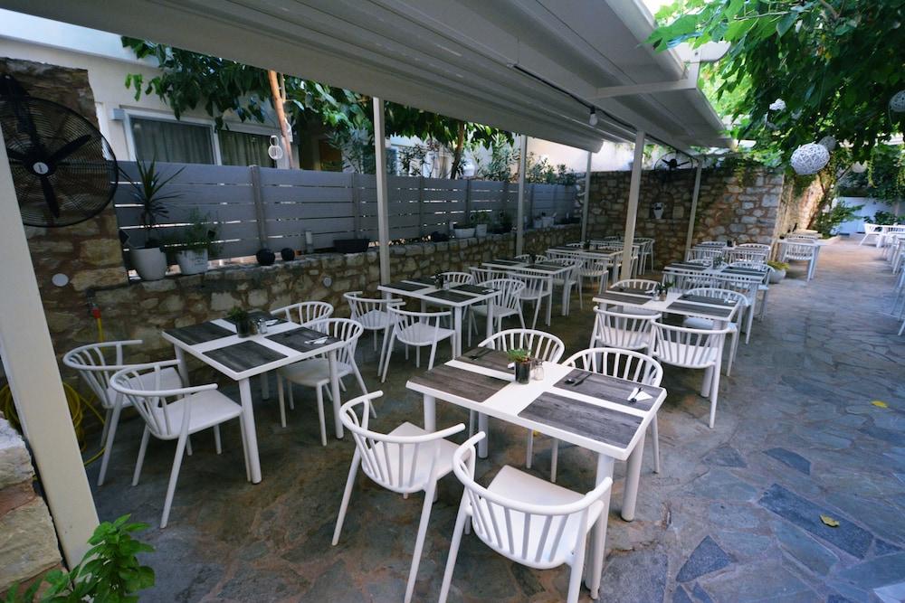 디미트리오스 비치(Dimitrios Beach) Hotel Image 42 - Outdoor Dining