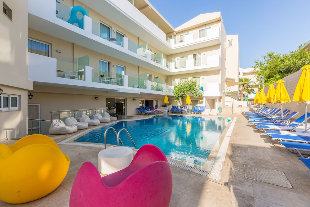 디미트리오스 비치(Dimitrios Beach) Hotel Image 31 - Outdoor Pool
