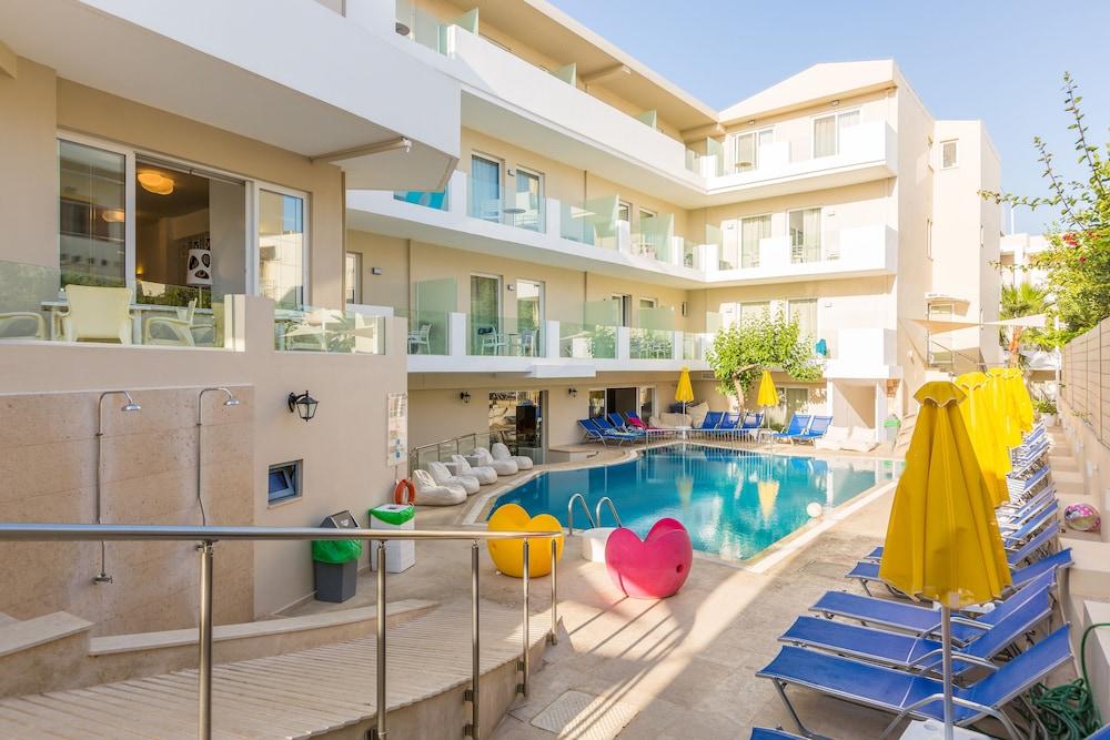 디미트리오스 비치(Dimitrios Beach) Hotel Image 30 - Outdoor Pool