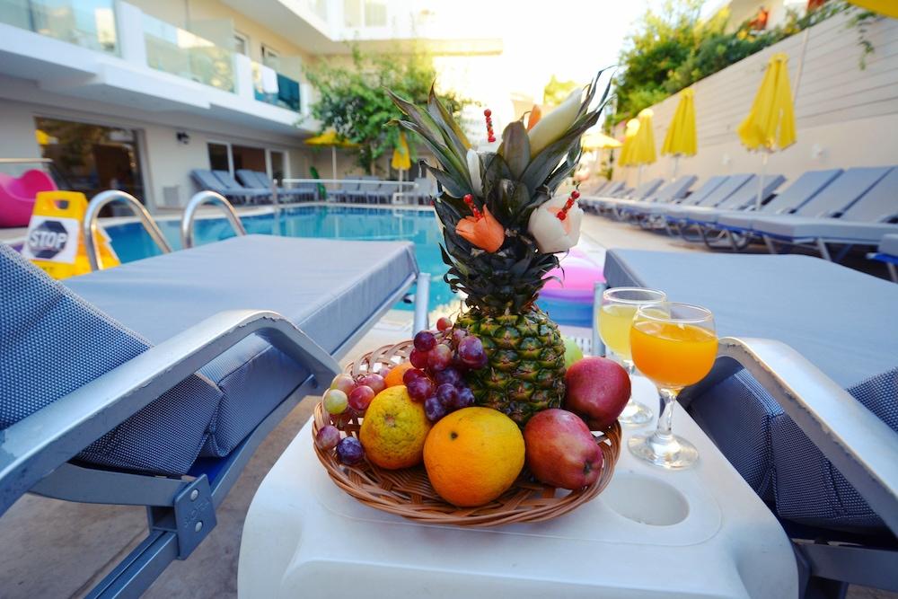 디미트리오스 비치(Dimitrios Beach) Hotel Image 3 - Pool