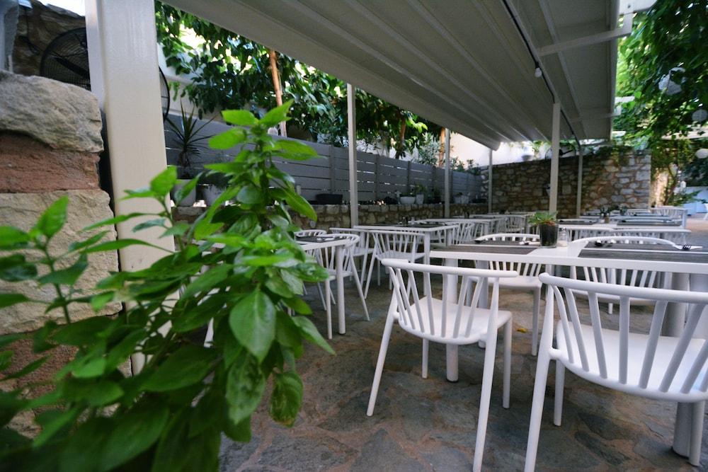 디미트리오스 비치(Dimitrios Beach) Hotel Image 43 - Outdoor Dining