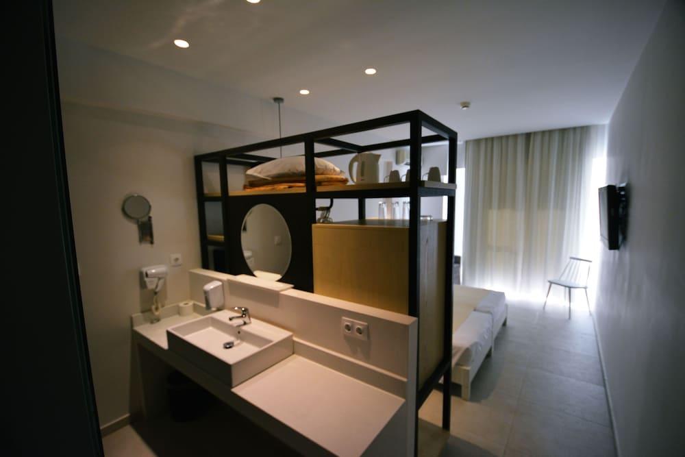 디미트리오스 비치(Dimitrios Beach) Hotel Image 26 - Bathroom Sink