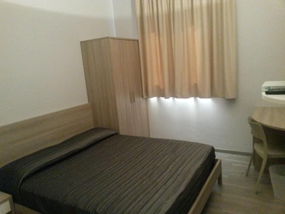 호텔 애틀랜틱 메우블레(Hotel Atlantic Meublè) Hotel Image 33 - Guestroom