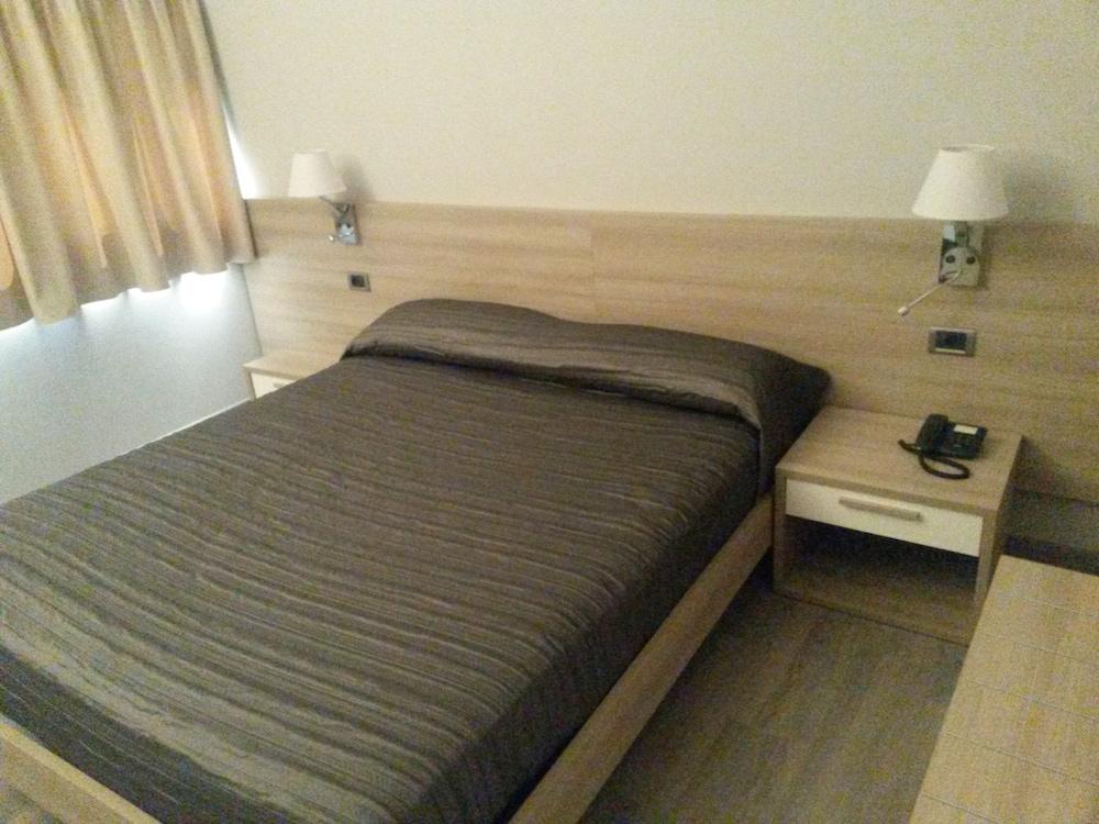 호텔 애틀랜틱 메우블레(Hotel Atlantic Meublè) Hotel Image 31 - Guestroom