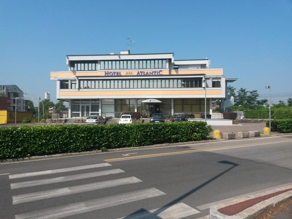 호텔 애틀랜틱 메우블레(Hotel Atlantic Meublè) Hotel Image 1 - View from Hotel