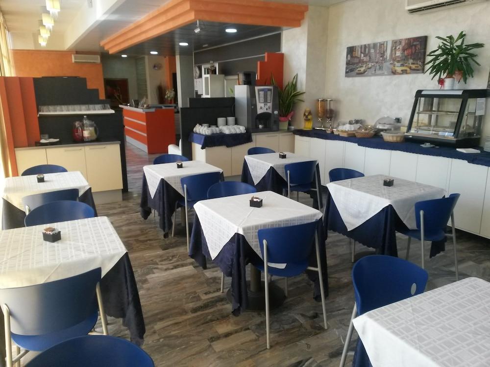 호텔 애틀랜틱 메우블레(Hotel Atlantic Meublè) Hotel Image 42 - Restaurant