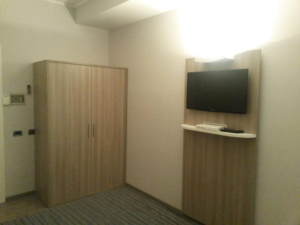 호텔 애틀랜틱 메우블레(Hotel Atlantic Meublè) Hotel Image 16 - Guestroom