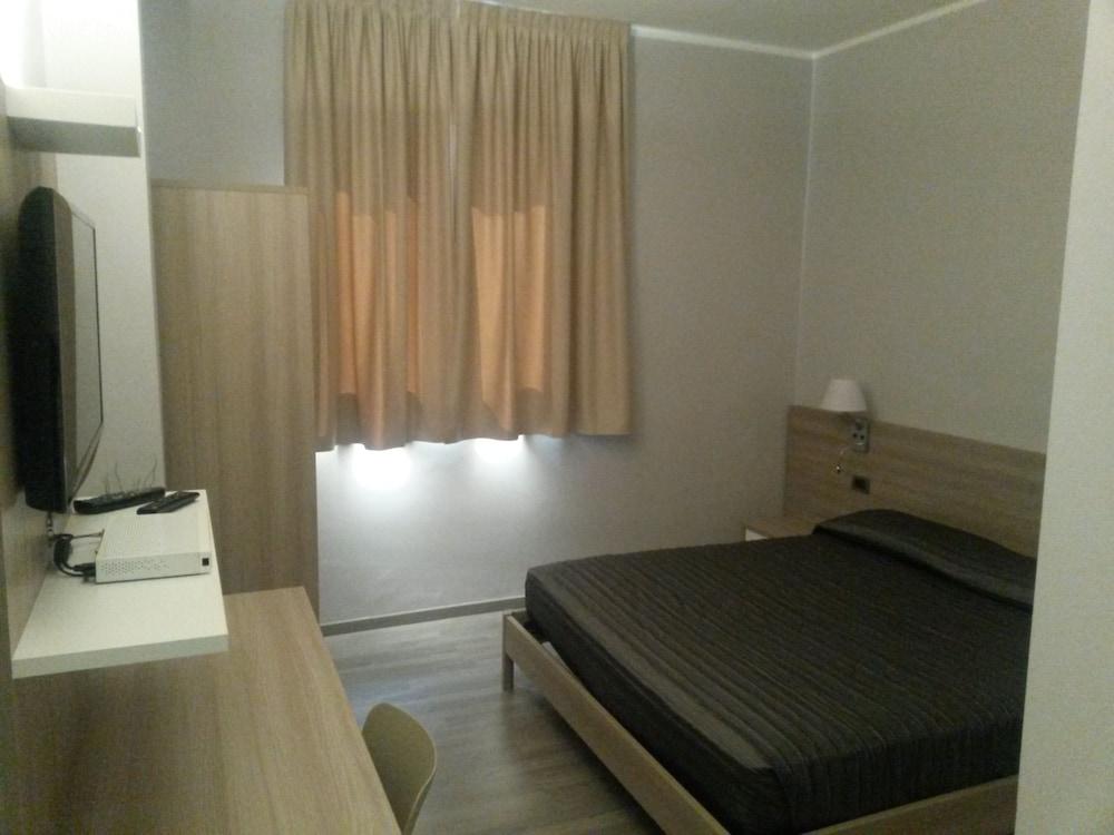 호텔 애틀랜틱 메우블레(Hotel Atlantic Meublè) Hotel Image 18 - Guestroom