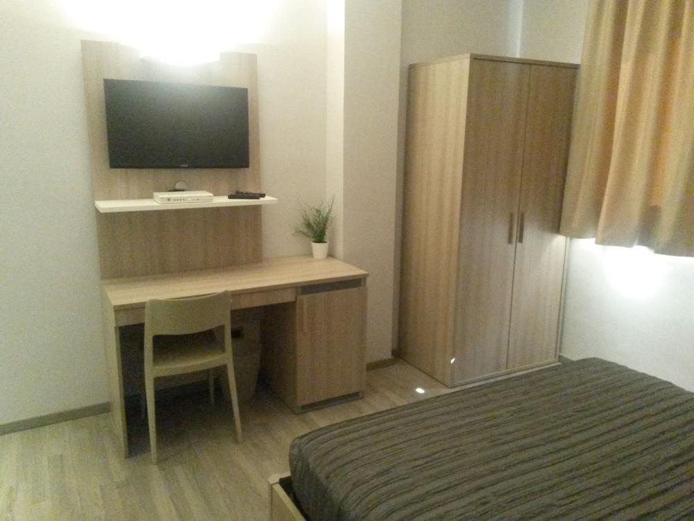 호텔 애틀랜틱 메우블레(Hotel Atlantic Meublè) Hotel Image 36 - Guestroom