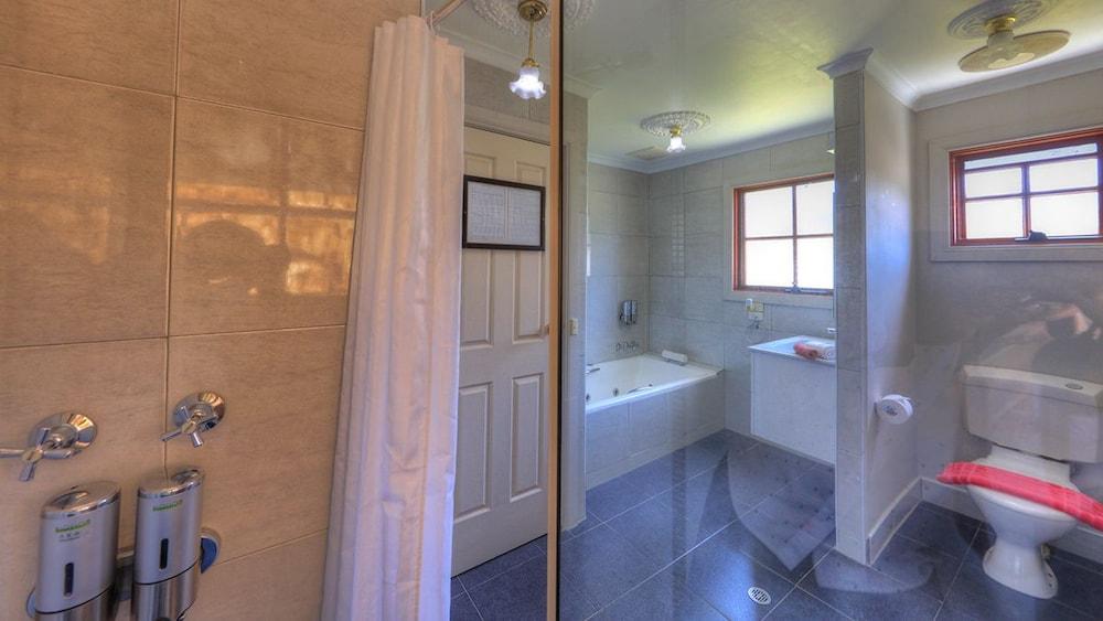 햇처스 리치먼드 매너(Hatchers Richmond Manor) Hotel Image 107 - Bathroom