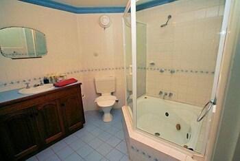 햇처스 리치먼드 매너(Hatchers Richmond Manor) Hotel Image 96 - Bathroom