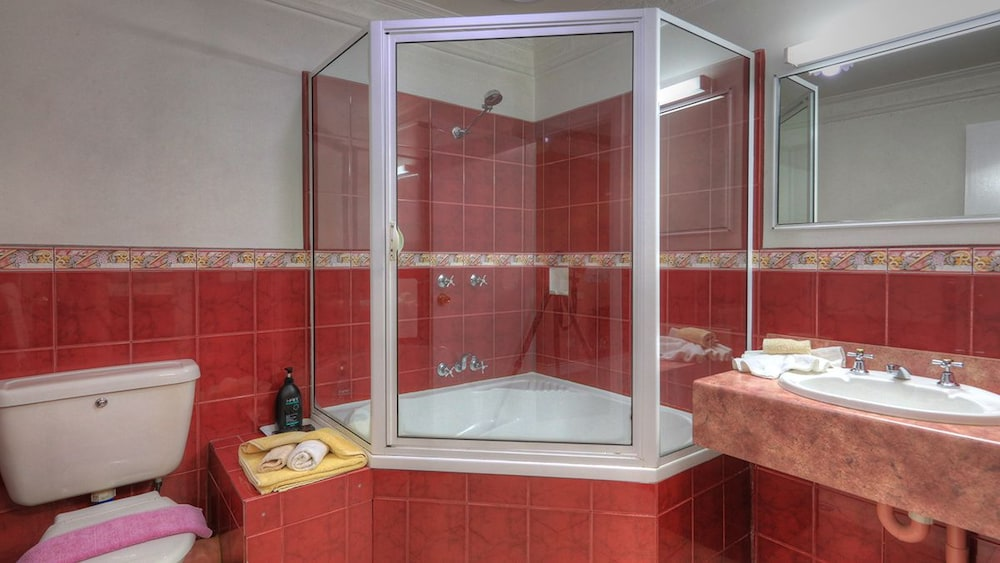 햇처스 리치먼드 매너(Hatchers Richmond Manor) Hotel Image 102 - Bathroom
