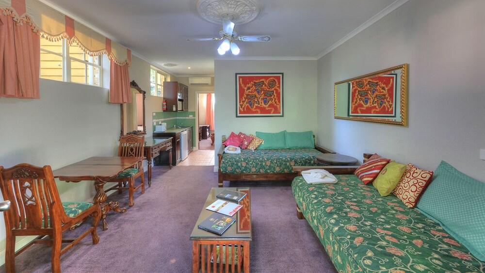 햇처스 리치먼드 매너(Hatchers Richmond Manor) Hotel Image 72 - Guestroom