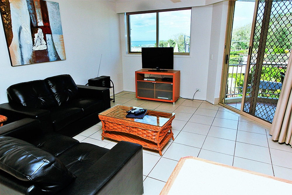 샌드 캐슬 커럼빈 비치(Sand Castles on Currumbin Beach) Hotel Thumbnail Image 12 - Living Room