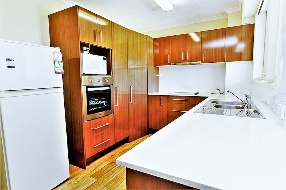샌드 캐슬 커럼빈 비치(Sand Castles on Currumbin Beach) Hotel Image 9 - In-Room Kitchen
