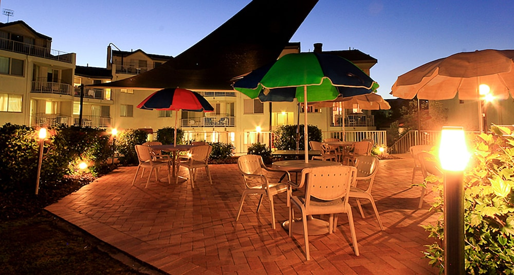 샌드 캐슬 커럼빈 비치(Sand Castles on Currumbin Beach) Hotel Thumbnail Image 31 - Terrace/Patio
