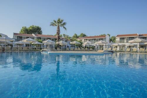 . Golden Coast Hotel & Bungalows - All-Inclusive