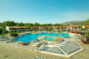 Hotel - Golden Coast Hotel & Bungalows - All-Inclusive
