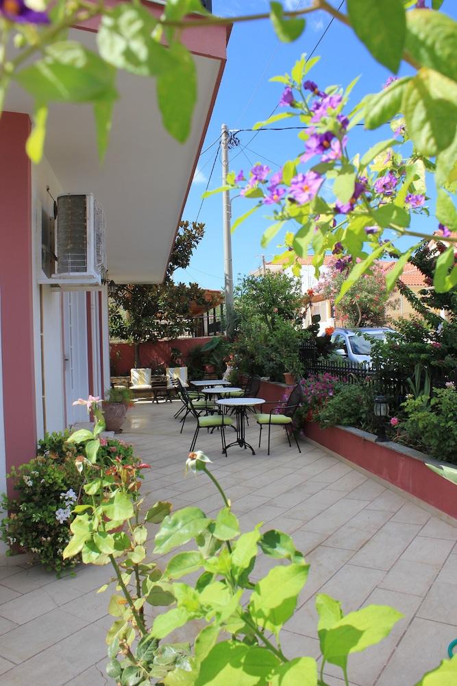 스타라이트 호텔(Starlight Hotel) Hotel Image 42 - Terrace/Patio