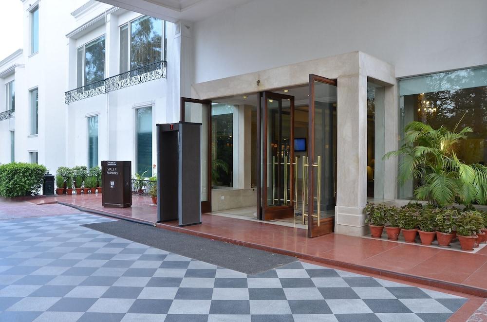 컨트리 인 & 스위트 바이 래디슨, 델리 삿바리(Country Inn & Suites by Radisson, Delhi Satbari) Hotel Image 10 - Hotel Entrance