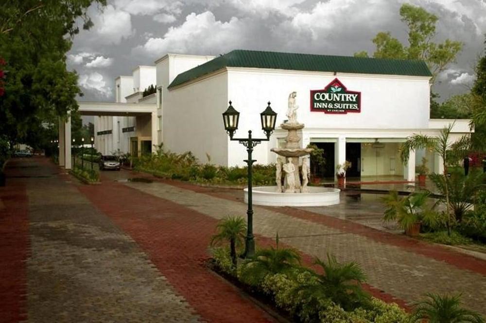 컨트리 인 & 스위트 바이 래디슨, 델리 삿바리(Country Inn & Suites by Radisson, Delhi Satbari) Hotel Image 0 - Featured Image