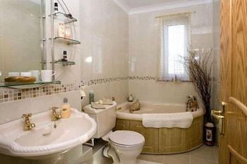 마운트헤이븐 게스트 하우스(Mounthaven Guest House) Hotel Image 11 - Bathroom
