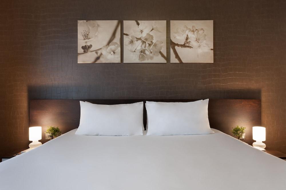 https://i.travelapi.com/hotels/5000000/4340000/4338200/4338165/389ef2e9_z.jpg