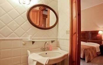 라 메종 드 마르타(La Maison de Marta) Hotel Image 24 - Bathroom